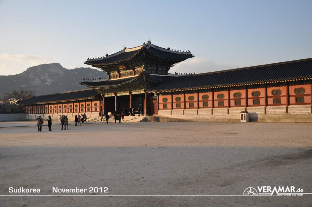 Vorplatz Tempel